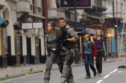Rose Byrne and Jeremy Renner in 28 Weeks Later.