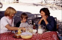 Ellen Burstyn, Alfred Lutter, and Kris Kristofferson in Alice Doesn't Live Here Anymore.