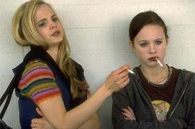 Mena Suvari and Thora Birch in American Beauty.