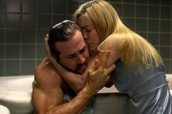 Ryan Reynolds and Melissa George in The Amityville Horror.