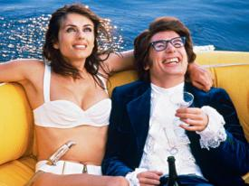 Elizabeth Hurley and Mike Myers in Austin Powers: International Man of Mystery