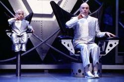 Verne Troyer and Mike Myers as Mini-Me and Dr. Evil in The Spy Who Shagged Me.