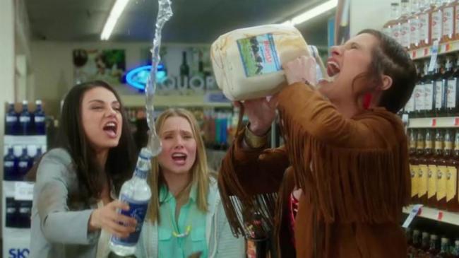 Mila Kunis, Kristen Bell and Kathryn Hahn .play bad moms in Bad Moms