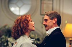 Annette Benning and Jeremy Irons in Being Julia.