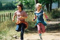 Josh Hutcherson and AnnaSophia Robb in Bridge to Terabithia