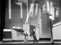 Anita Page, Bessie Love and Charles King in The Broadway Melody.