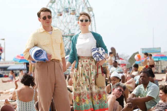 Emory Cohen and Saoirse Ronan in Brooklyn.