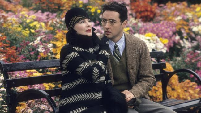 Dianne Wiest and John Cusack in Bullets Over Broadway.