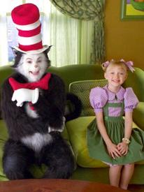 Mike Myers and Dakota Fanning in The Cat in the Hat.