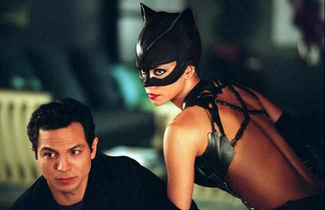 Benjamin Bratt and Halle Berry in Catwoman.