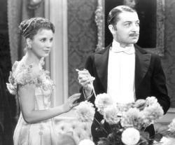 Diana Wynyard and Clive Brook as Jane and Robert Marryot in Cavalcade.