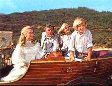 Sally Ann Howes, Dick Van Dyke and the children in Chitty Chitty Bang Bang.