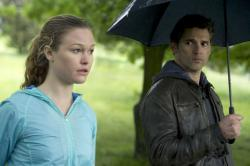 Julia Stiles and Eric Bana in Closed Circuit