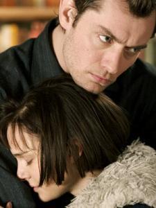Jude Law and Natalie Portman.