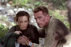 Arnold Schwarzenegger and Francesca Neri in Collateral Damage.