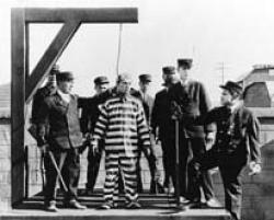Buster Keaton in Convict 13.