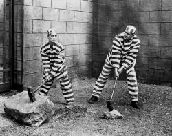 Buster Keaton and Joe Roberts in Convict 13.