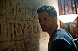 Eric Bana wishing he read Latin in Deliver us from Evil