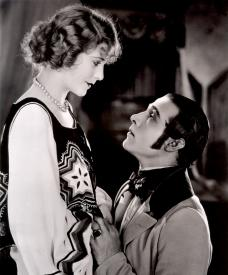 Vilma Banky and Rudolph Valentino in The Eagle.