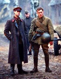 Joseph Fiennes and Jude Law in Enemy at the Gates.