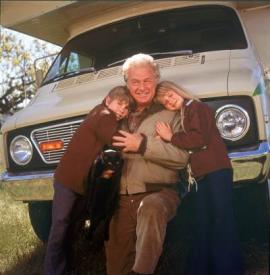 Ike Eisenmann, Eddie Albert, and Kim Richards in Escape to Witch Mountain.