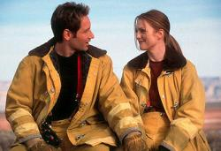 David Duchovny and Julianne Moore in Evolution.