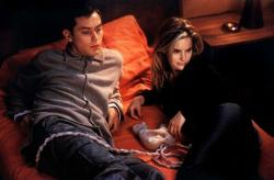 Jude Law and Jennifer Jason Leigh in eXistenZ.