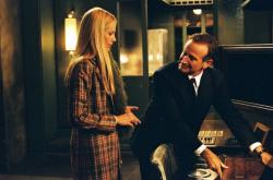 Mira Sorvino and Robin Williams in The Final Cut.