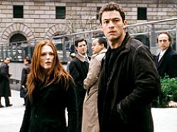 Julianne Moore and Dominic West in The Forgotten.