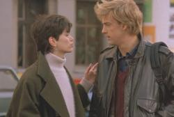 Linda Fiorentino and Anthony Edwards in Gotcha.