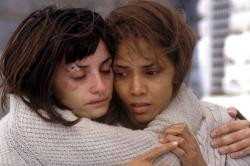 Penelope Cruz and Halle Berry in Gothika
