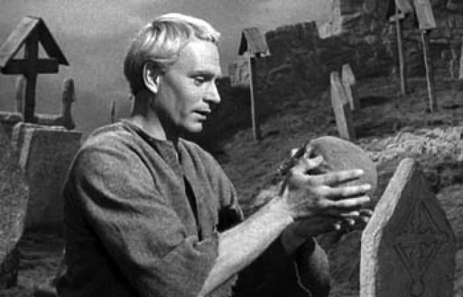 Laurence Olivier as Hamlet.