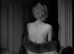 Jean Harlow slips into something more comfortable in Howard Hughes' over-produced Hell's Angels.