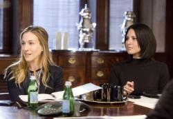 Sarah Jessica Parker and Olivia Munn in I don't know how she does it.