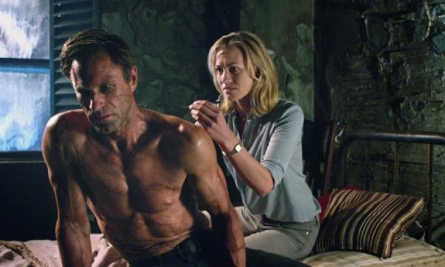 Aaron Eckhart and Yvonne Strahovski in I, Frankenstein.