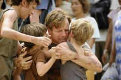 Tom Holland, Oaklee Pendergast, Ewan McGregor and Samuel Joslin in The Impossible.