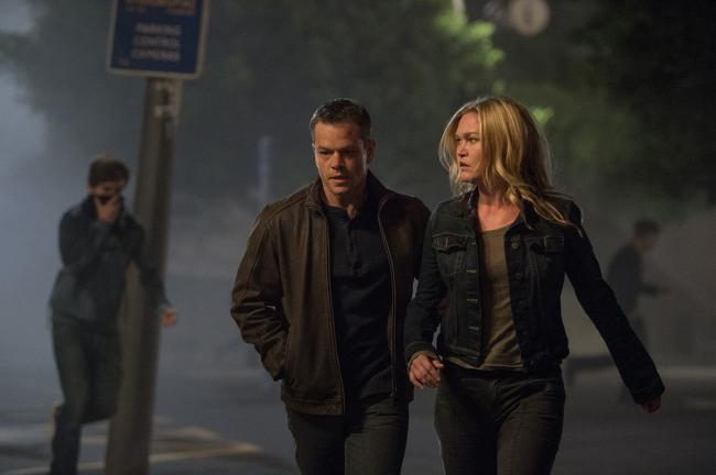 Matt Damon and Julia Stiles in Jason Bourne