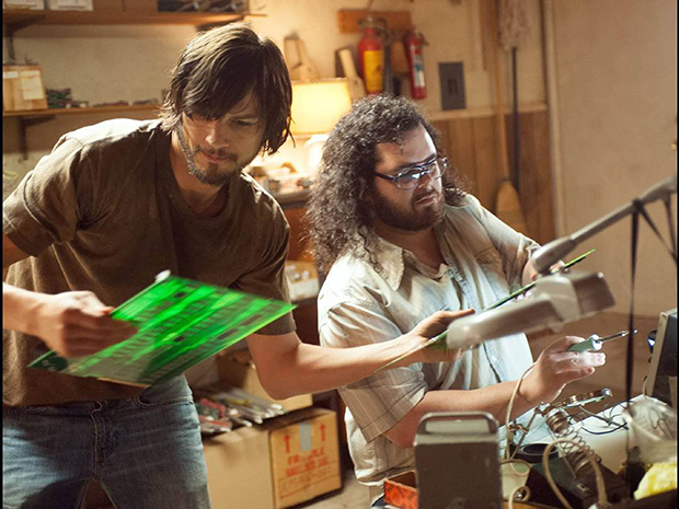 Ashton Kutcher and Josh Gad in Jobs.