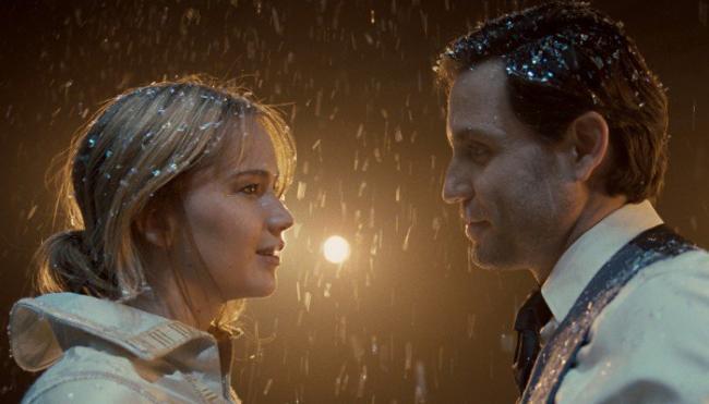Jennifer Lawrence and Edgar Ramirez in Joy