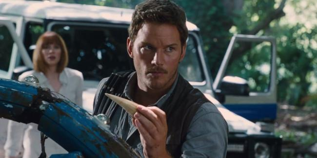 Chris Pratt finds a cool souvenir in Jurassic World
