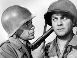 Frank Sinatra and Tony Curtis in Kings Go Forth.