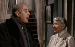 Alec Guinness and Katie Johnson in The Ladykillers.