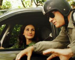 Julia Roberts and Tom Hanks in Larry Crowne.