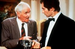 Desmond Llewelyn and Timothy Dalton in License to Kill.