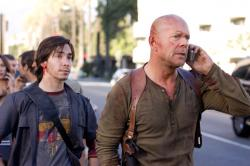 Justin Long and Bruce Willis in Live Free or Die Hard.