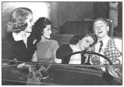 A publicity photo with Lana Turner, Ann Rutherford, Judy Garland and Mickey Rooney.
