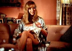 Lisa Kudrow in Lucky Numbers.