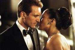 Ralph Fiennes and Jennifer Lopez in Maid in Manhattan.