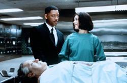 Will Smith and Linda Fiorentino in Men in Black.