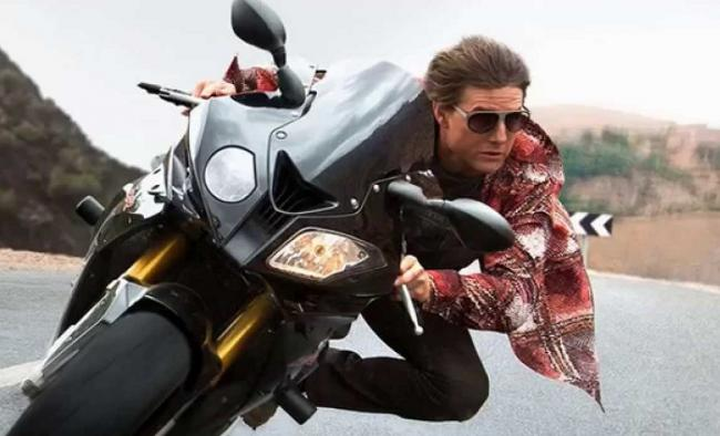 Tom Cruise as Ethan Hunt in Mission: Impossible-Rogue Nation